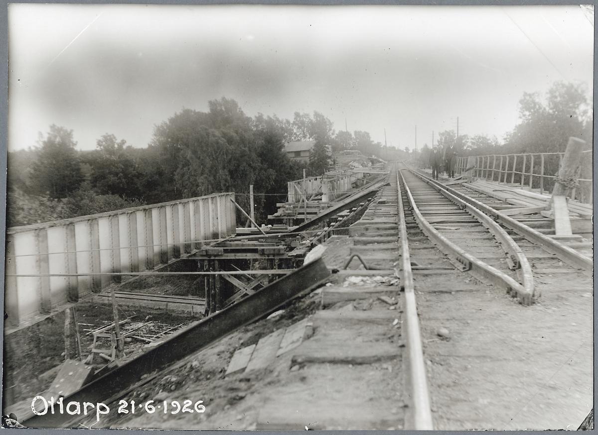 Byte av järnvägsbro vid Ottarp, på linjen mellan Billesholm och Landskrona.