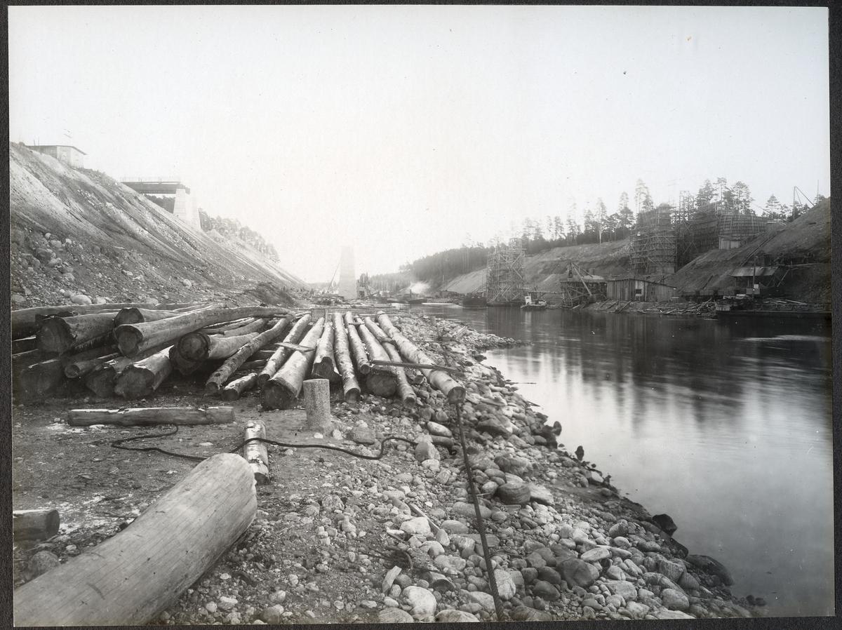 Brobygget för dubbelspåret över kanalen Rönninge-Ström.
