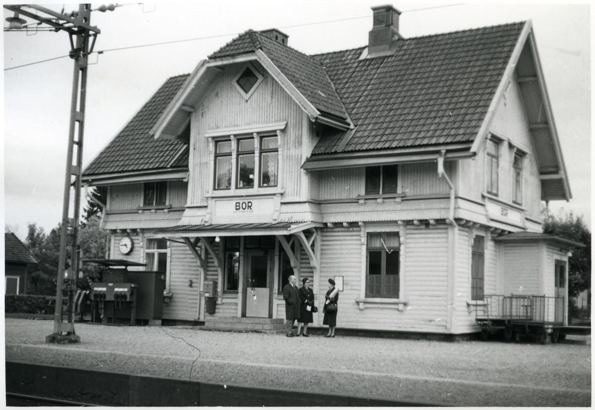 Station anlagd 1902. Tvåvånings stationshus i trä.