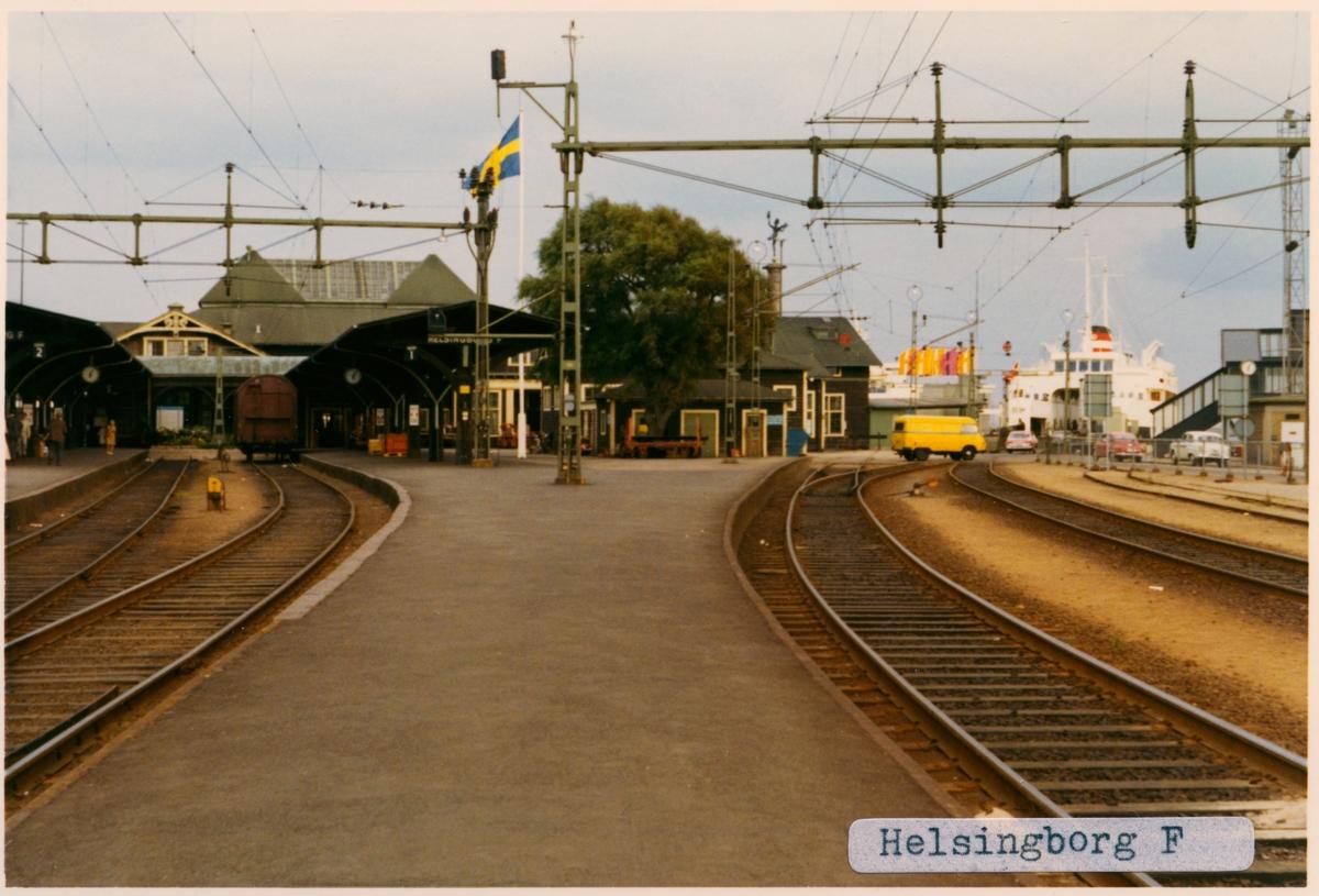 Byggd 1899. Arkitekt Folke Zettervall. Stationen ombyggd 1927. Elektriferingen kom 1937. Nu finns det inga järnvägsspår kvar, är parkering där nu.
