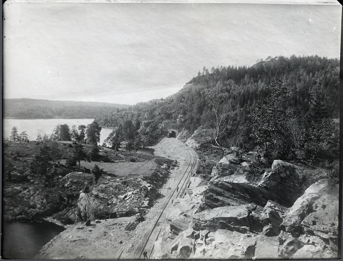 Statsbanan genom Bohuslän Vid sjön Hällungen