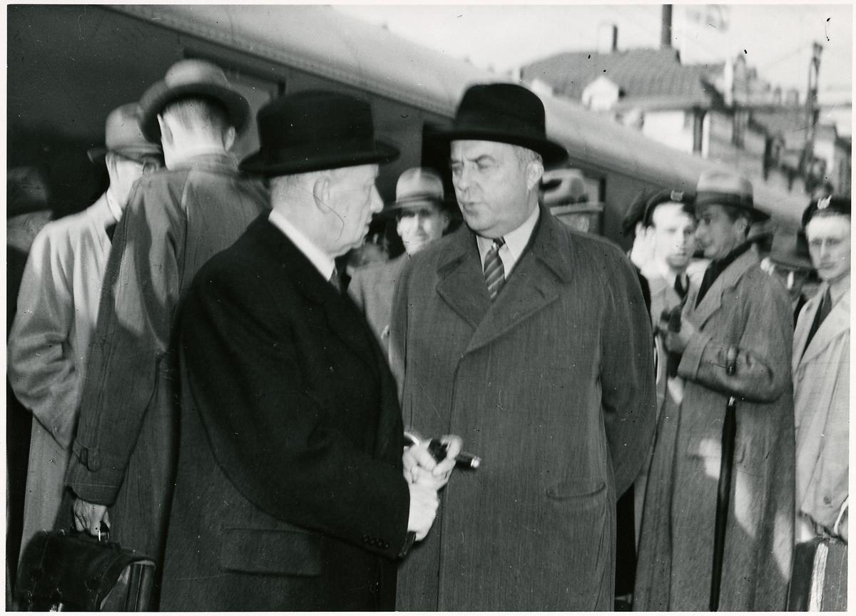 Gustav VI Adolf på invigningen för elektrifieringen av linjen mellan Gävle-Falun 1943-10-01.