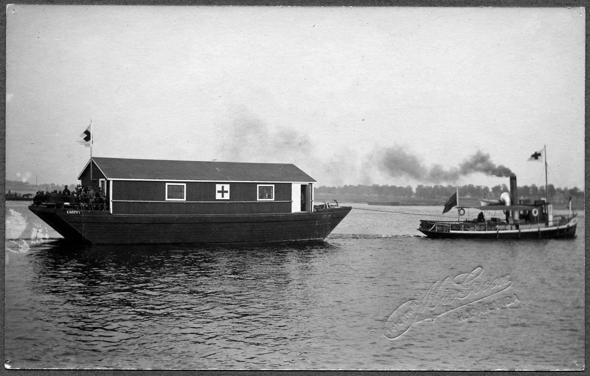 Färjetransport över Torne älv med krigsinvalider vid Haparanda.