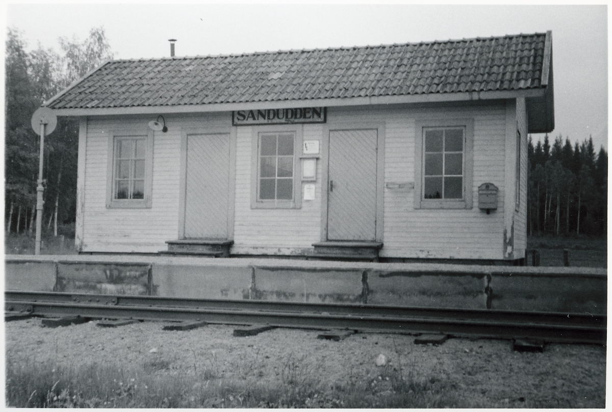 Sanduddens hållplats.