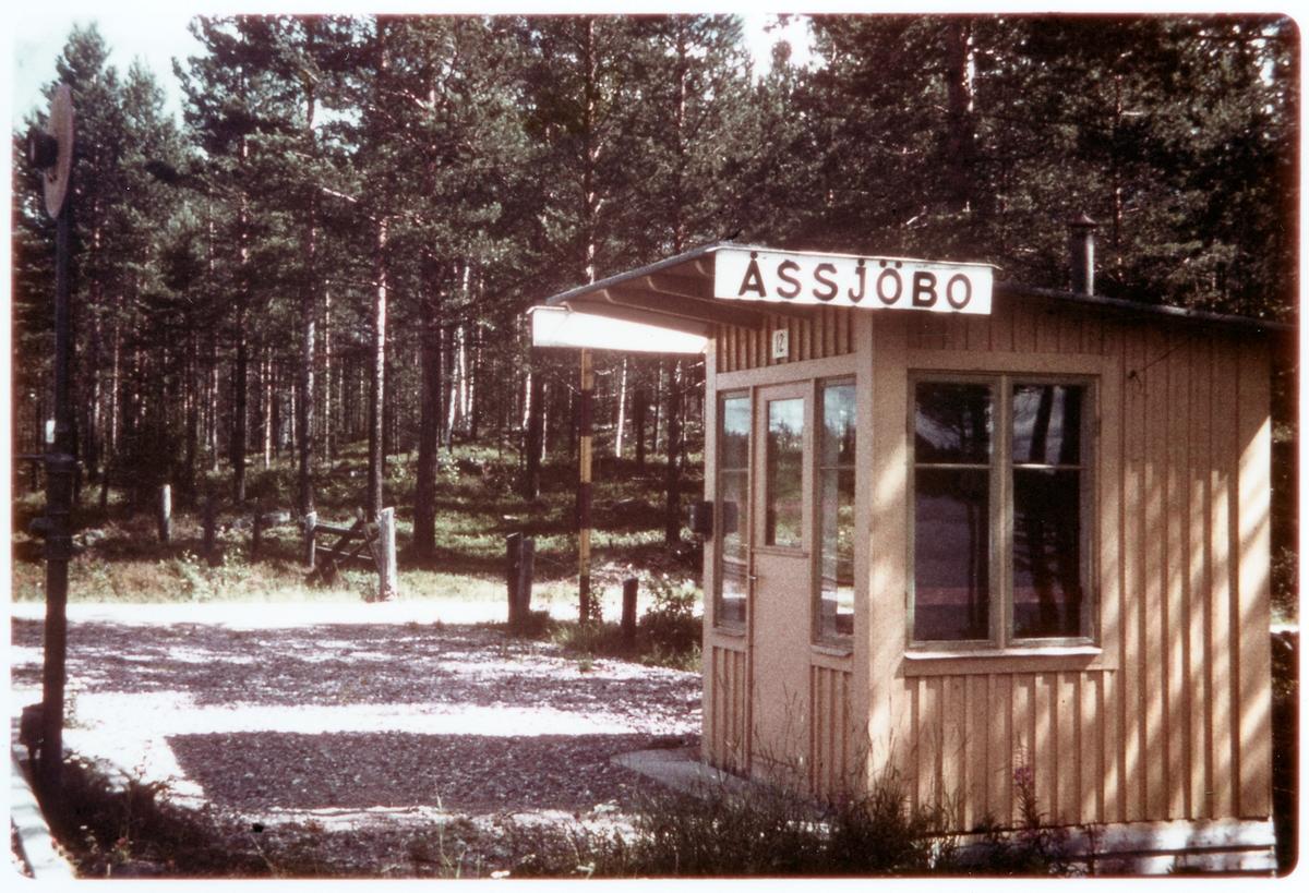 Hållplatsen i Åssjöbo.