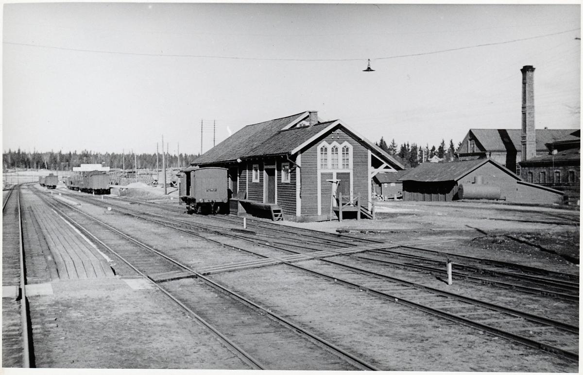 Vid Heby station.