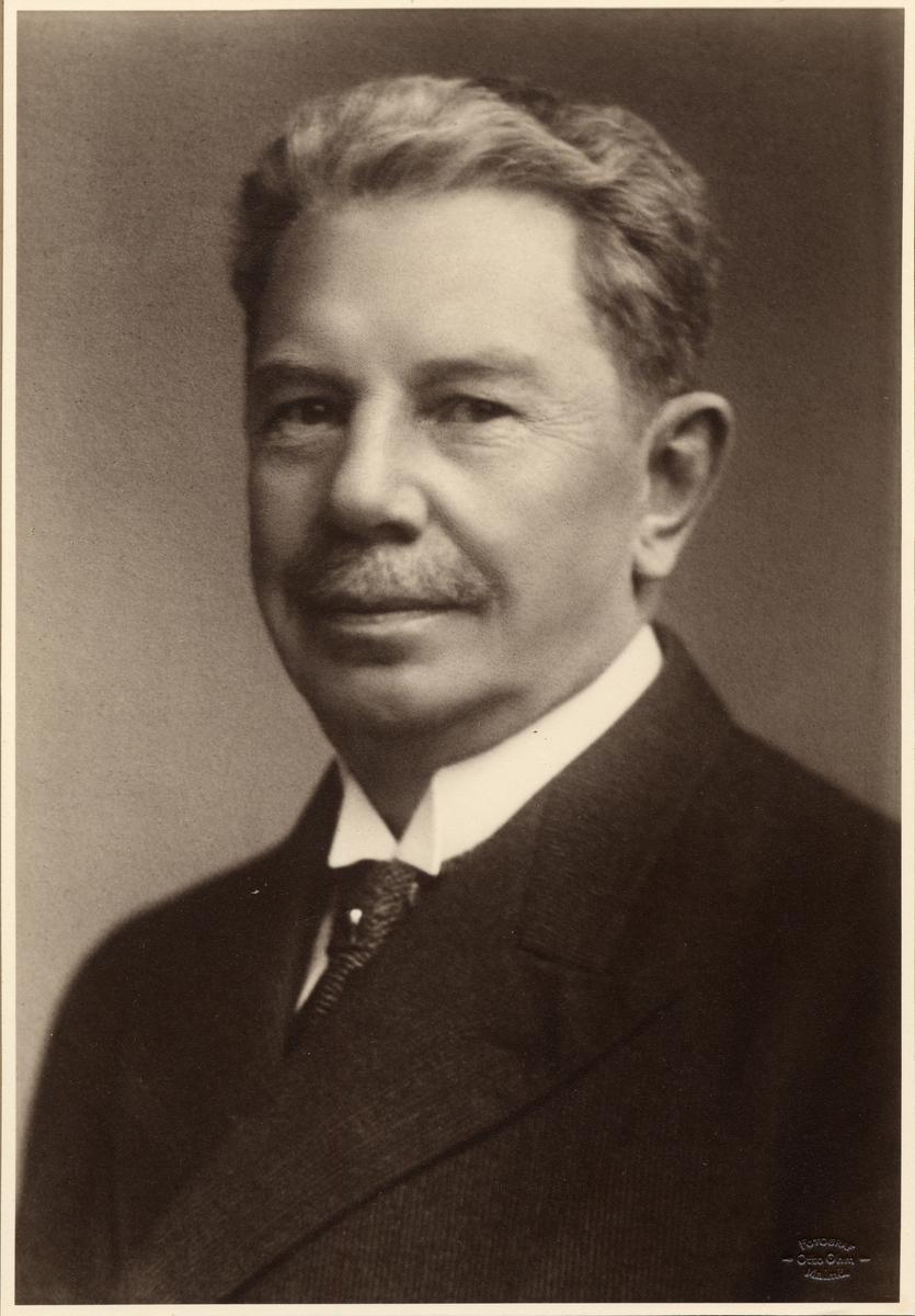 S.J.G.Gislander född 25/10 1871 ritare 1898 underingenjör 1901 verkmästare 1904 Maskiningenjör kl2 1908.
