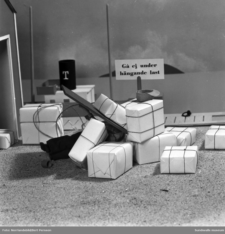 Bildserie om SCA:s seriefigur Oscar som råkar illa ut i en arbetsplatsolycka.