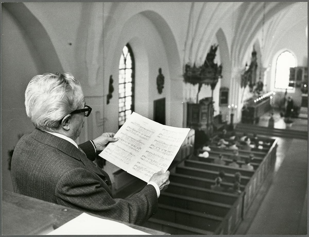 Sång i Jäders kyrka i samband med Trafikaktiebolaget Grängesberg–Oxelösunds Järnvägars  firandet av TGOJ-dagen 1974.