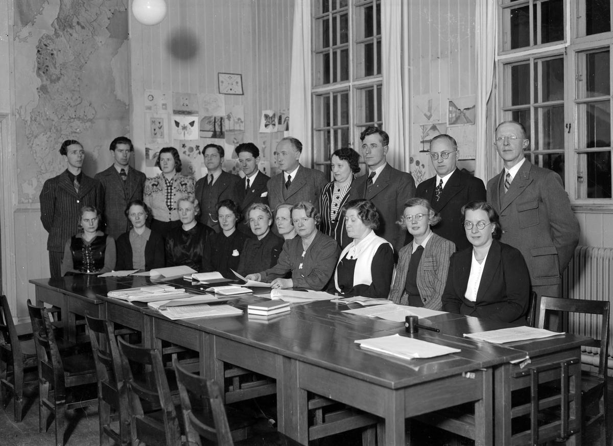 Skollärarna, Mellanskolan (Holmsundsskolan). Foto dec 1942.