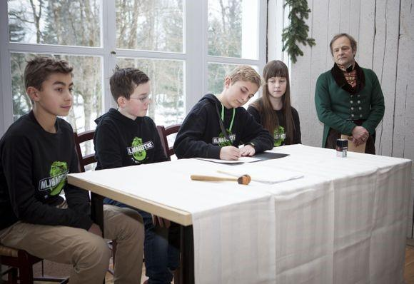 Konstitueringen av barnas klimapanel i Rikssalen i 2015