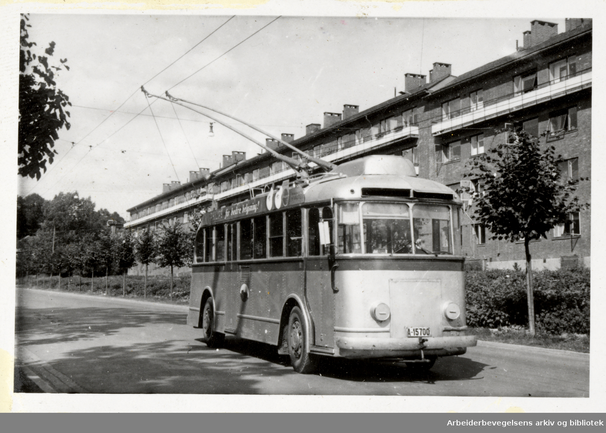 Bilder av produksjon fra Nebb - Norsk Elektrisk & Brown Boveri AS. Trolleybusser til Oslo Sporveier, fotografert i Christian Michelsens gate. Levert 1943.