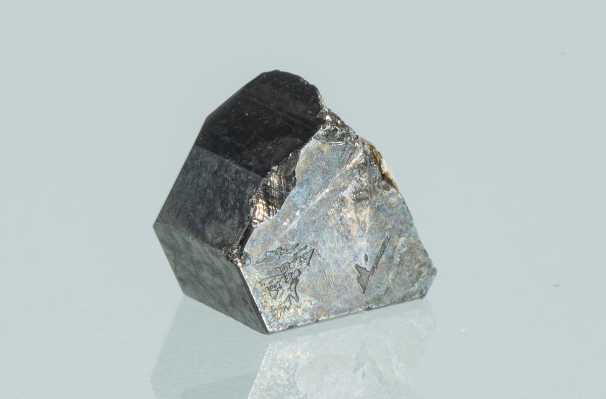 Etikett 60 Vekt 1,66 g Størrelse: 0,6 x 0,6 x 0,3 cm