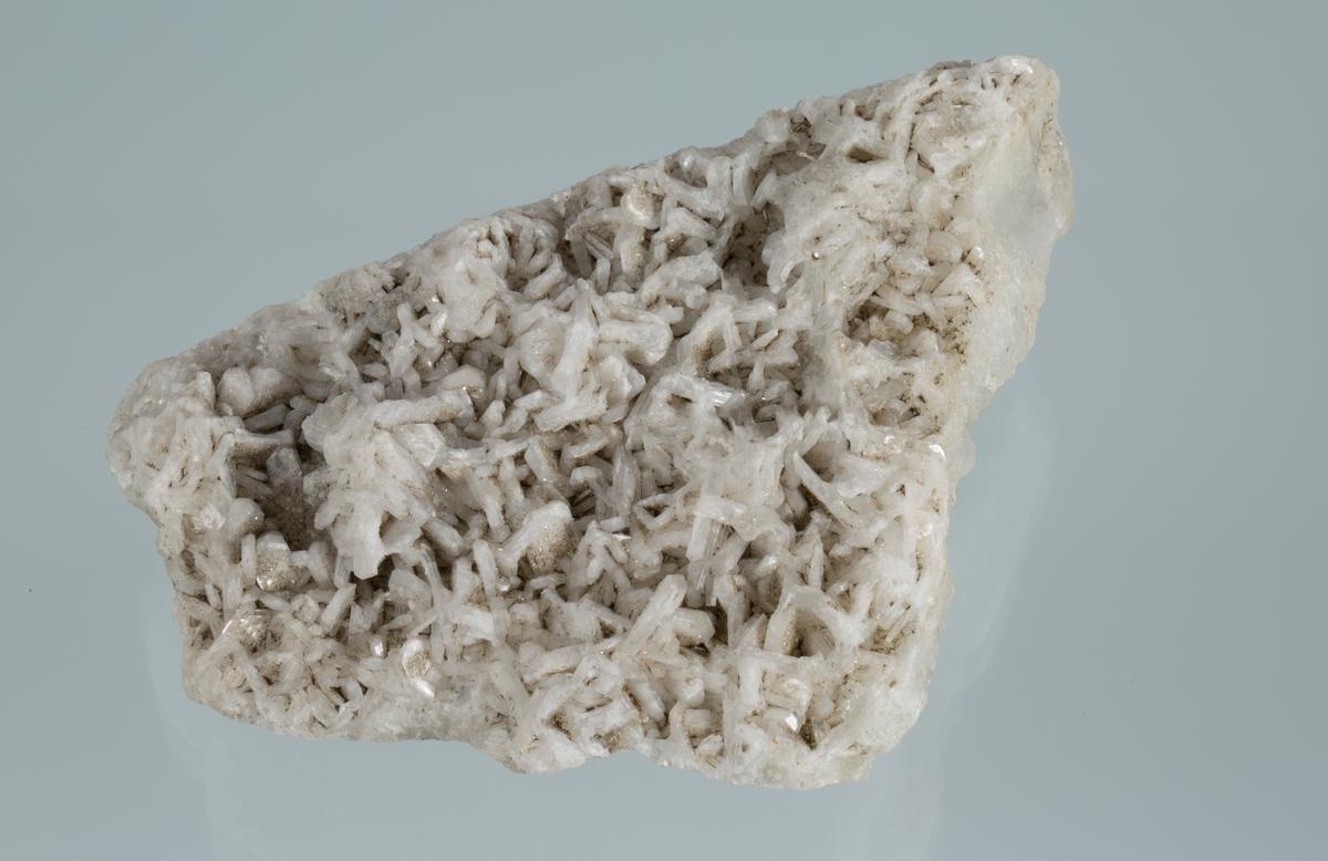 Stilbitt og albitt Vekt: 272,34 g Størrelse: 9,8 x 8 x 4 cm Fiskeløs, Eiker