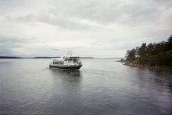 Fartyget Sunnan Express utanför Sundsveden, Mälby, Söderön,