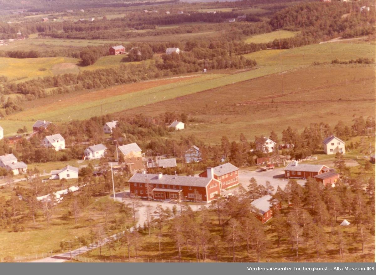 Bossekop, bolighus, uthus, jorder, vei, Altafjord hotell