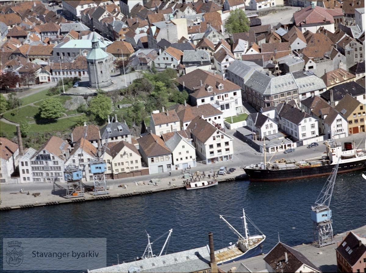 Stavanger sentrum.Vågen og Valbergstårnet....Bebyggelse tilknyttet Kirkegata, Skagen, Skagenkaien, Breigata, Valberget, Øvre Holmegate