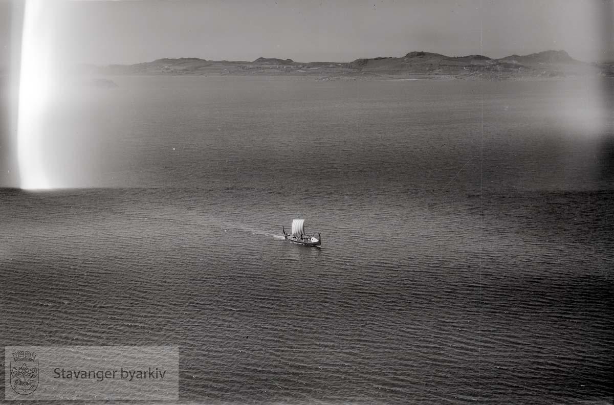Vikingskip i Byfjorden