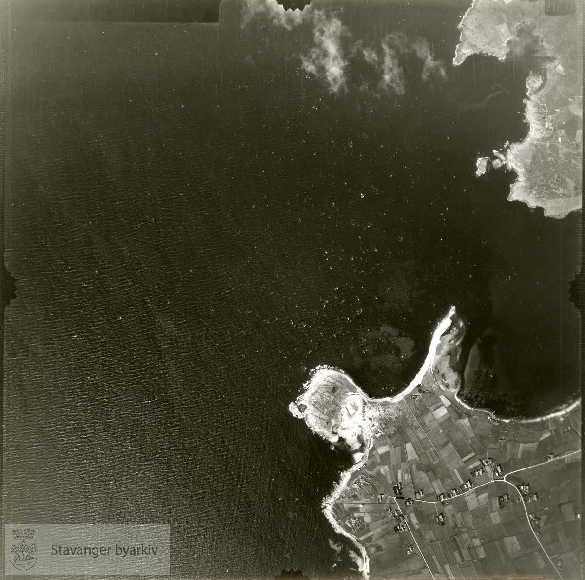 Jfr. kart/fotoplan A(III) 40/337..Sundet, Børaunen, Bøvika, Holmavika, Holmodden..Se ByStW_Uca_002 (kan lastes ned under fanen for kart på Stavangerbilder)