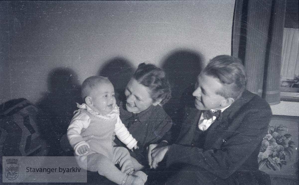 Foreldre og baby.