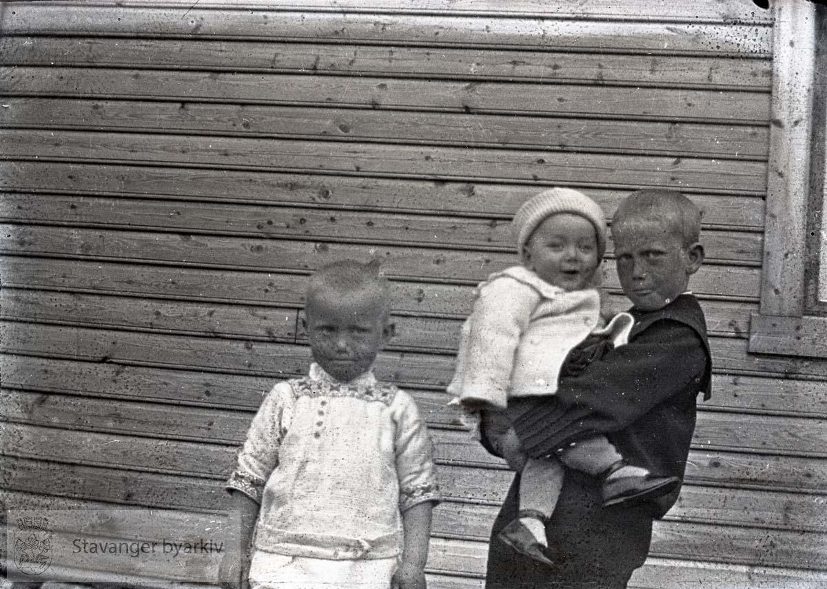 Tre gutter (Paulsen-barna?)