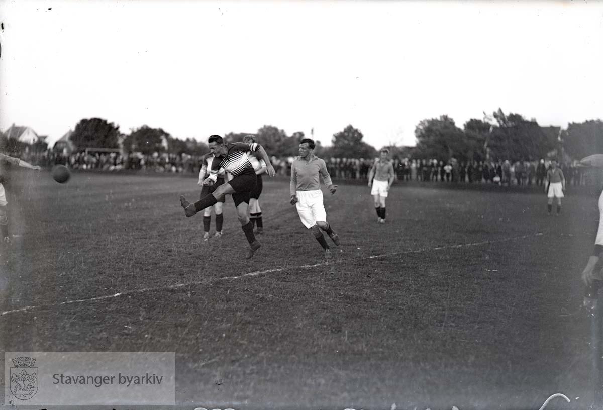 Lagene i aksjon. .Fotball.