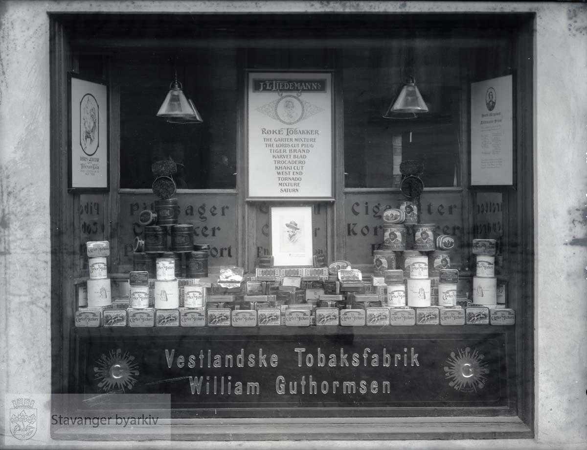 Utstillingsvindu - Vestlandske Tobaksfabrikker