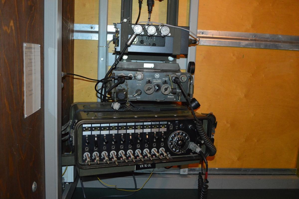 LVS 75M bestod av Eldledningsavdelning ARTE 725: - Målangivare (Se MRKA.000553) - Sikte med TV/laser samt servoenhet. (Se MRKA.000059) - S-plats med operatörsenhet, datorenhet samt avfyringspedal. - Elverk 50 KvA Pjäsavdelningarna, 2 stycken: - 40 mm fältautomatpjäs m/48 med pjäsanpassare. (Se MRKA.000002) Kablage: - Kraftkabel, koaxialkabel och specialkablar (totalt 66 kabelrullar, totalvikt kabelrullar 2300 kg) Fordon: - 1 st terrängbil 11. (Se MRKA.000032.) - 3 st terrängbil 30. (Se MRKA000034.) - 2 st terrängbil 941  Eldledningsavdelningen ARTE 725 utgjodes av:  - 3 Troppstridsledare (TOSLED) - 3 Målföljare eldledning (MFE) - 3 Signalbefäl (SB) - 3 Observatörer (OS) - 4 Stridsledningsbiträden (SLB) - 1 Eldledningstekniker (ETE)  Handhavande: När ett mål upptäcks av observatören (OS) vid målangivaren riktar han pistolen mot målet så att det framträder på operatörsenhetens TV-monitor. Operatören (MFE) lägger målföljarsymbolen på målet, därefter sker målinmätning och målföljning automatiskt. MFE övervakar målföljningen. Troppsridsledren (TOSLED) avgör när eldgivning skall ske och om eldens läge behöver korrigeras. Pjäserna fjärriktas normalt. Skottsalvorna avfyras på kommando från eldledningen i S-platsen. Om fjärrstyrningen upphör kan riktning och avfyring göras från pjäsen.