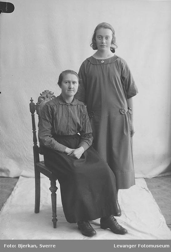 Portrett av Gudrun Antonie Reinås og Olga Reinås