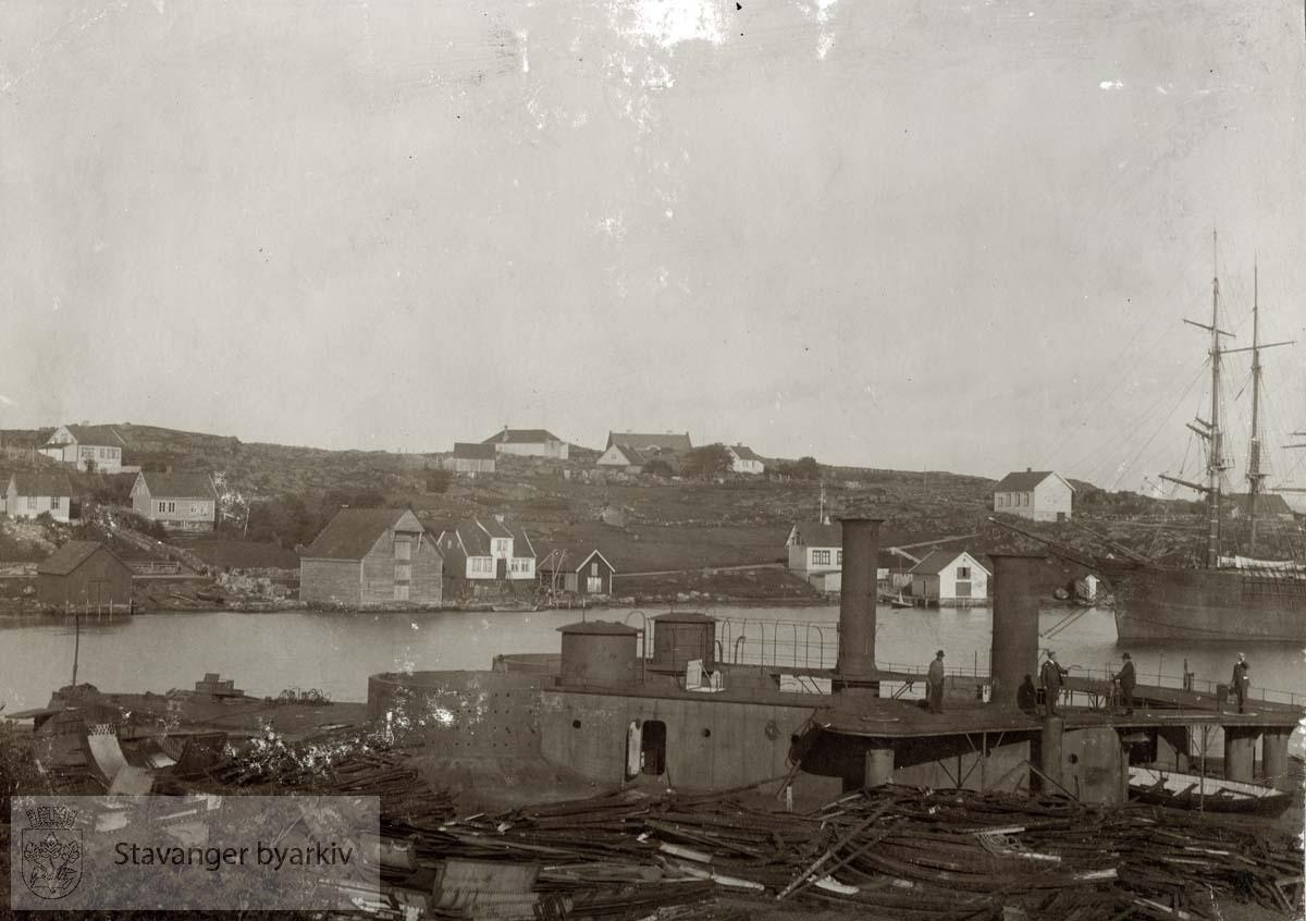 """Monitorerne """"Skorpionen"""" og """"Mjølner"""" klare til opphugging sommeren 1908"""