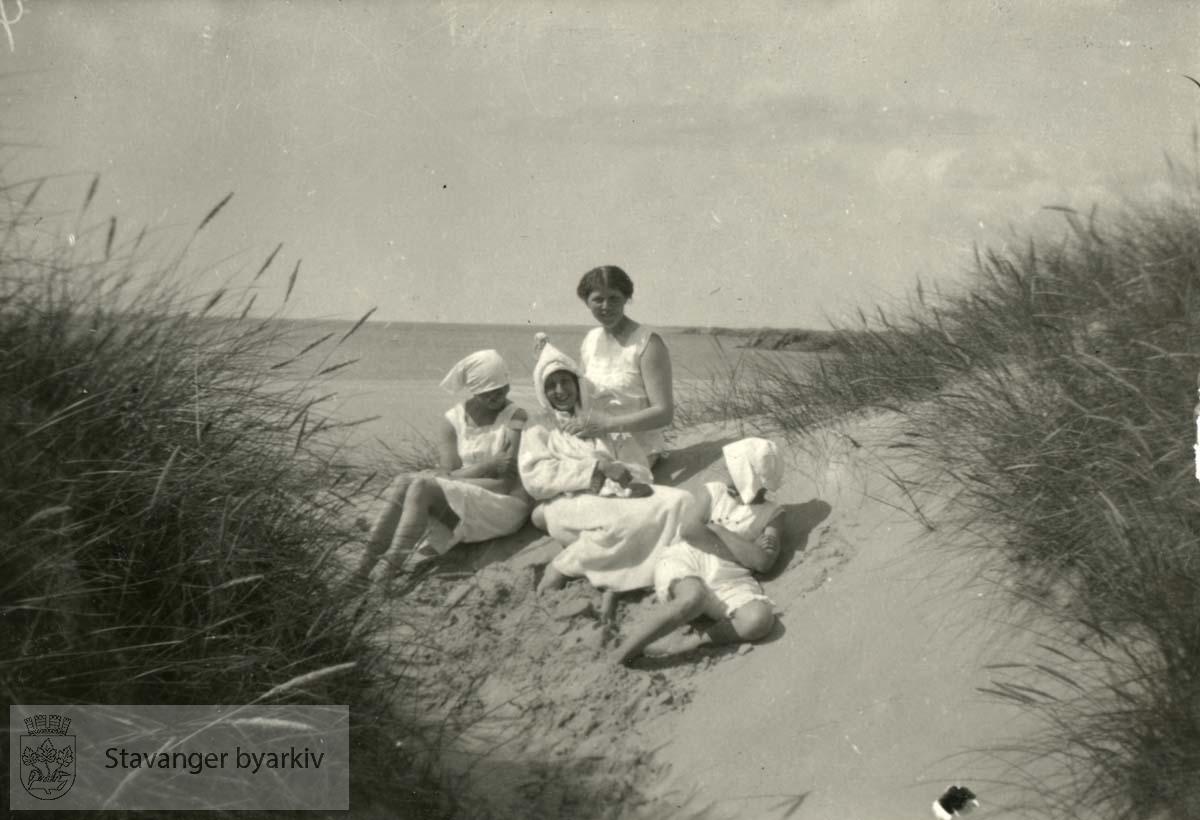 Monsens på jærstrand, sannsynligvis Ogna, sommeren 1915