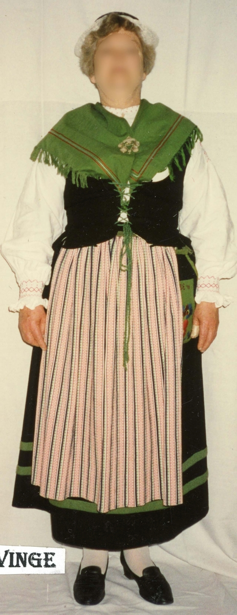 Folkdräkt från Rävinge i Halland