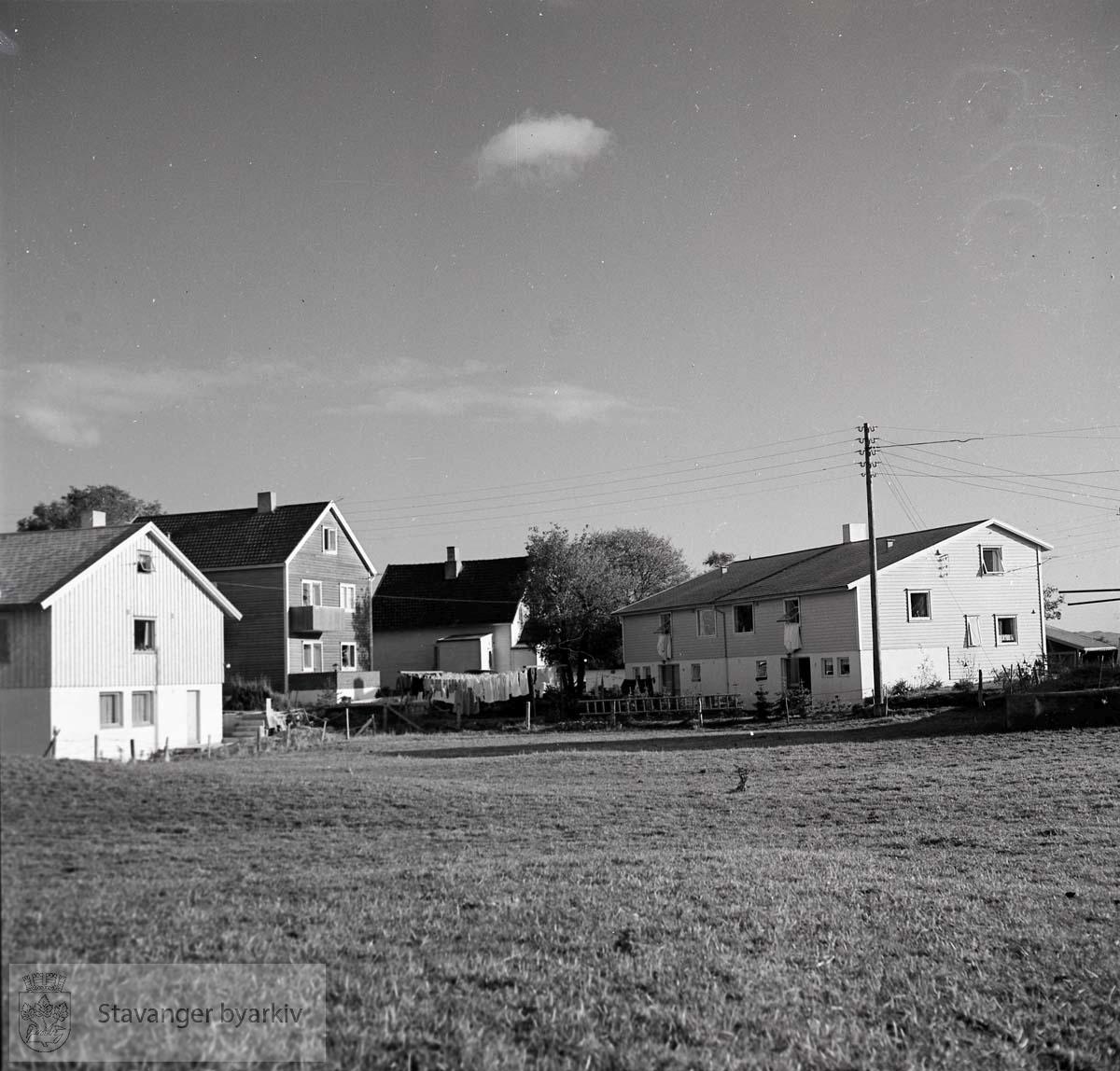 Hus og rekkehus ved Henrik Ibsens gate på Tjensvoll