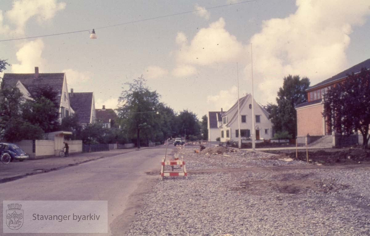 Veiarbeid langs Madlaveien.Stavanger kunsthall / Stavanger kunstforening til høyre