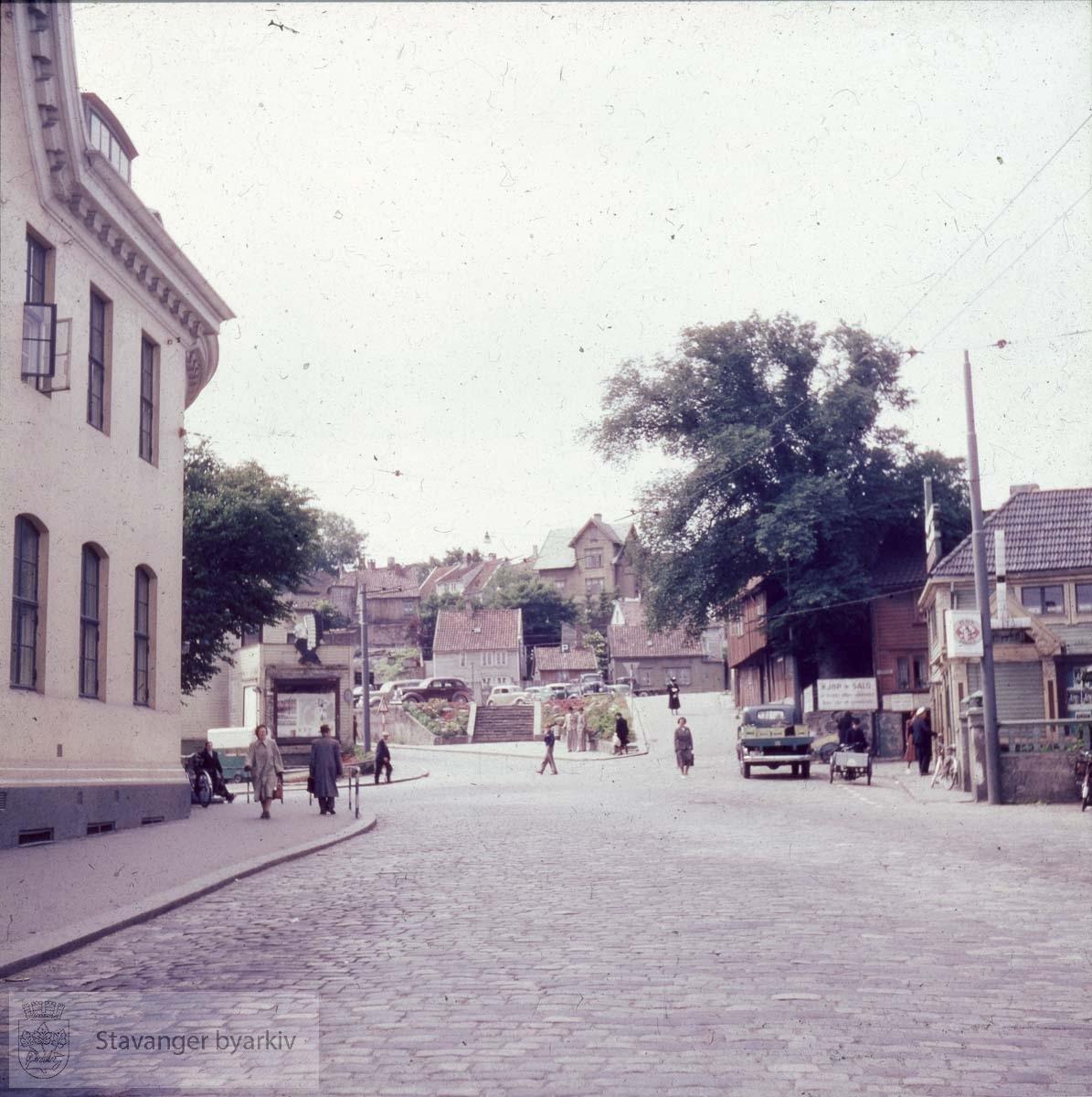Posthuset til venstre.Olavskleiva / Olavskleven mot Nedre Kleivegate