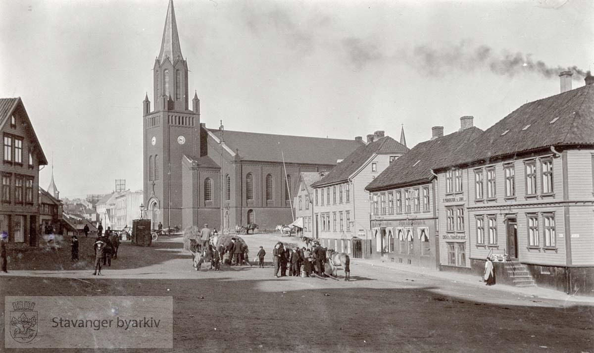 St. Petri kirke fra Nytorget...Husrekka til høyre er Nytorget 4 , 6, 8 og 10..Til venstre Nytorget 5 (?)