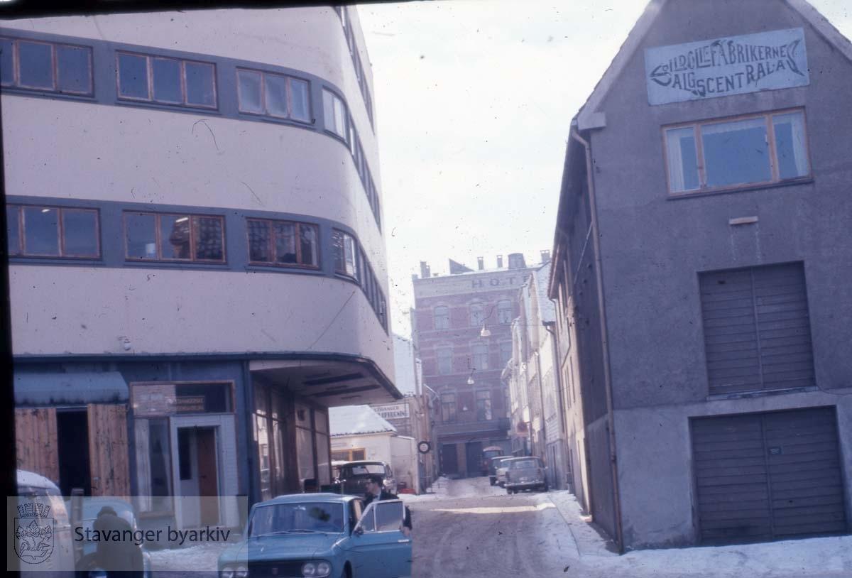 Bådegata mot Hotel Victoria.Skansegata 21 til høyre.Nordbøgata 8 til venstre