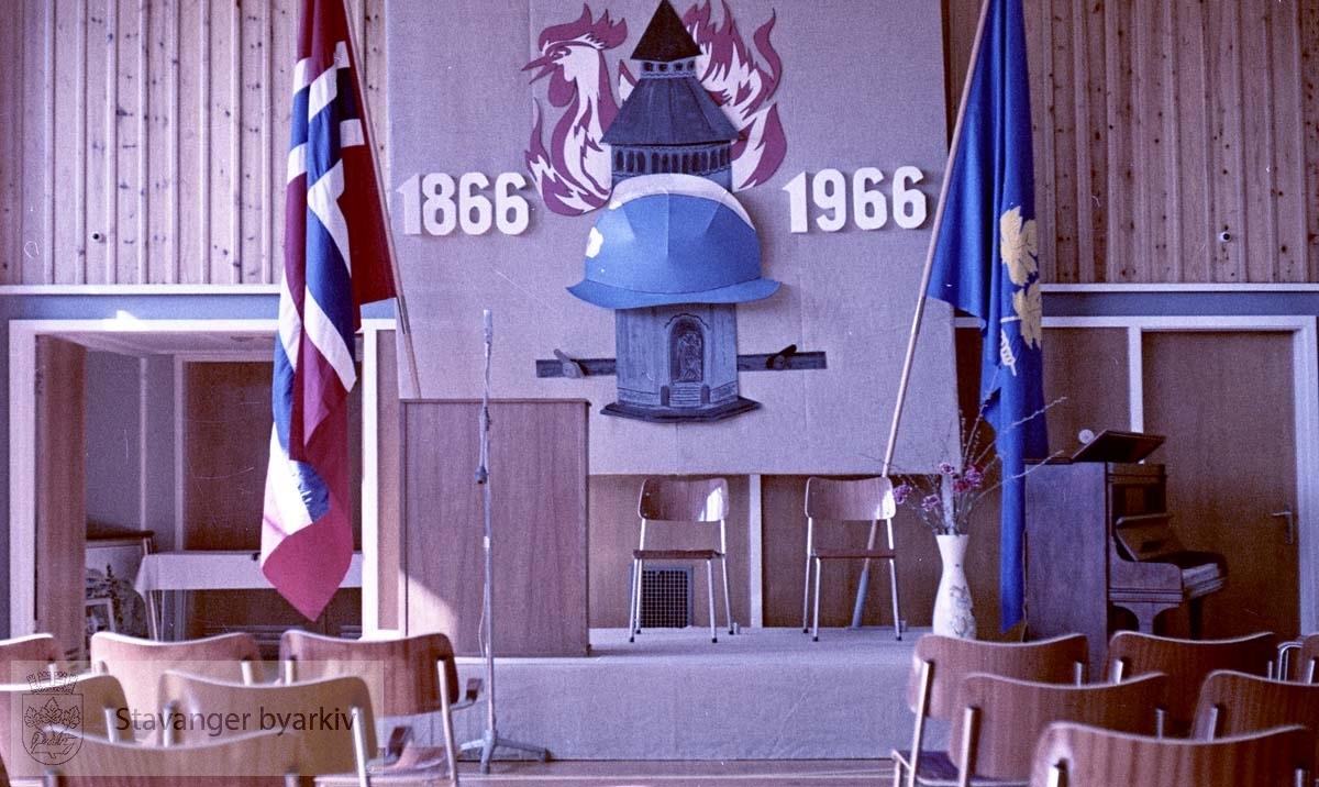100 års jubileum i 1966. Pynting av salen.