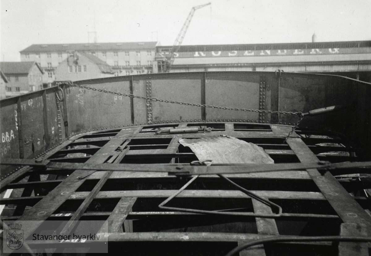Nøkk ble bygget på Rosenberg Mekaniske verksted og ble ferdig høsten 1939.