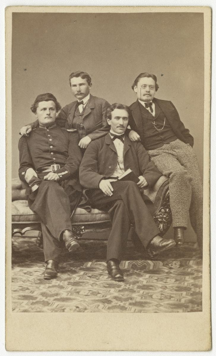 Porträtt av ingenjör Oscar Wickman, kamrer Carl Gustaf Lundell och två okända män.
