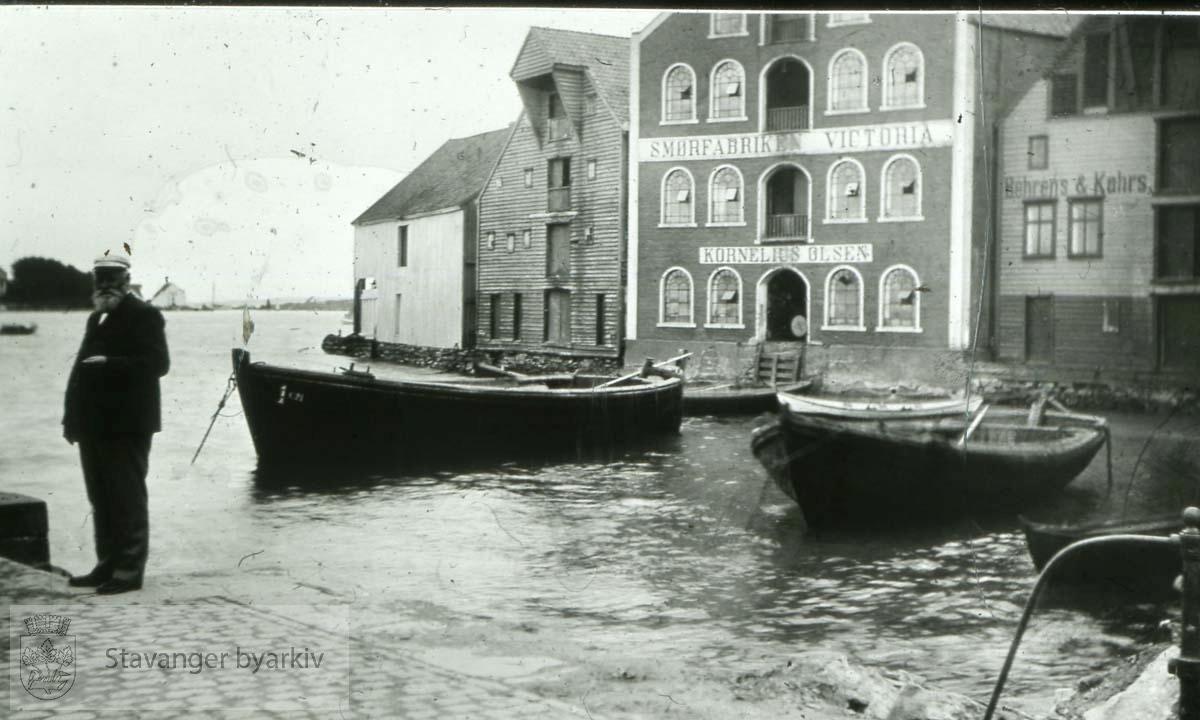 Båter utenfor Smørfabrikken Victoria