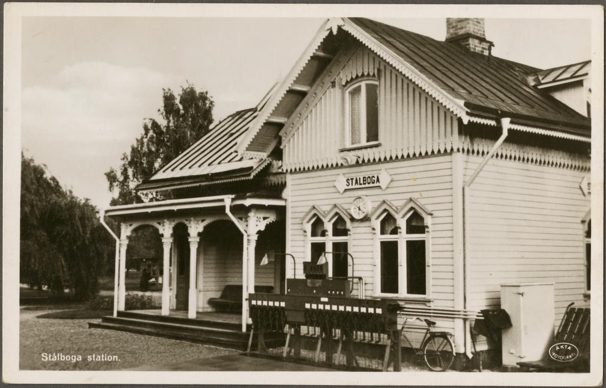 Stålboga stationshus, orten har numera stavningen Stålbåga (2016).
