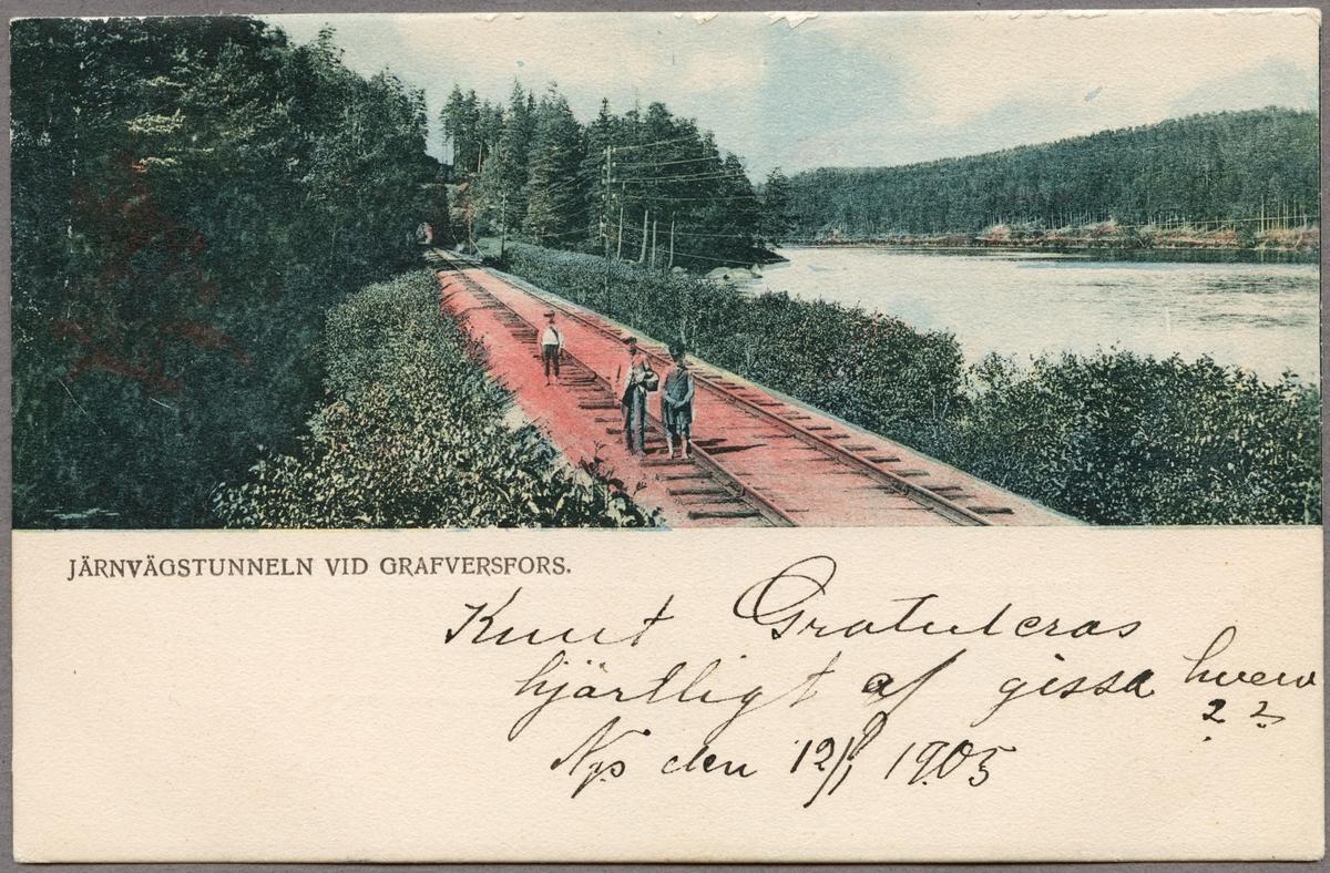 Järnvägstunnelen strax norr om Graversfors i riktning Näkna. Till höger om järnvägsspåret ligger sjön Näknen.