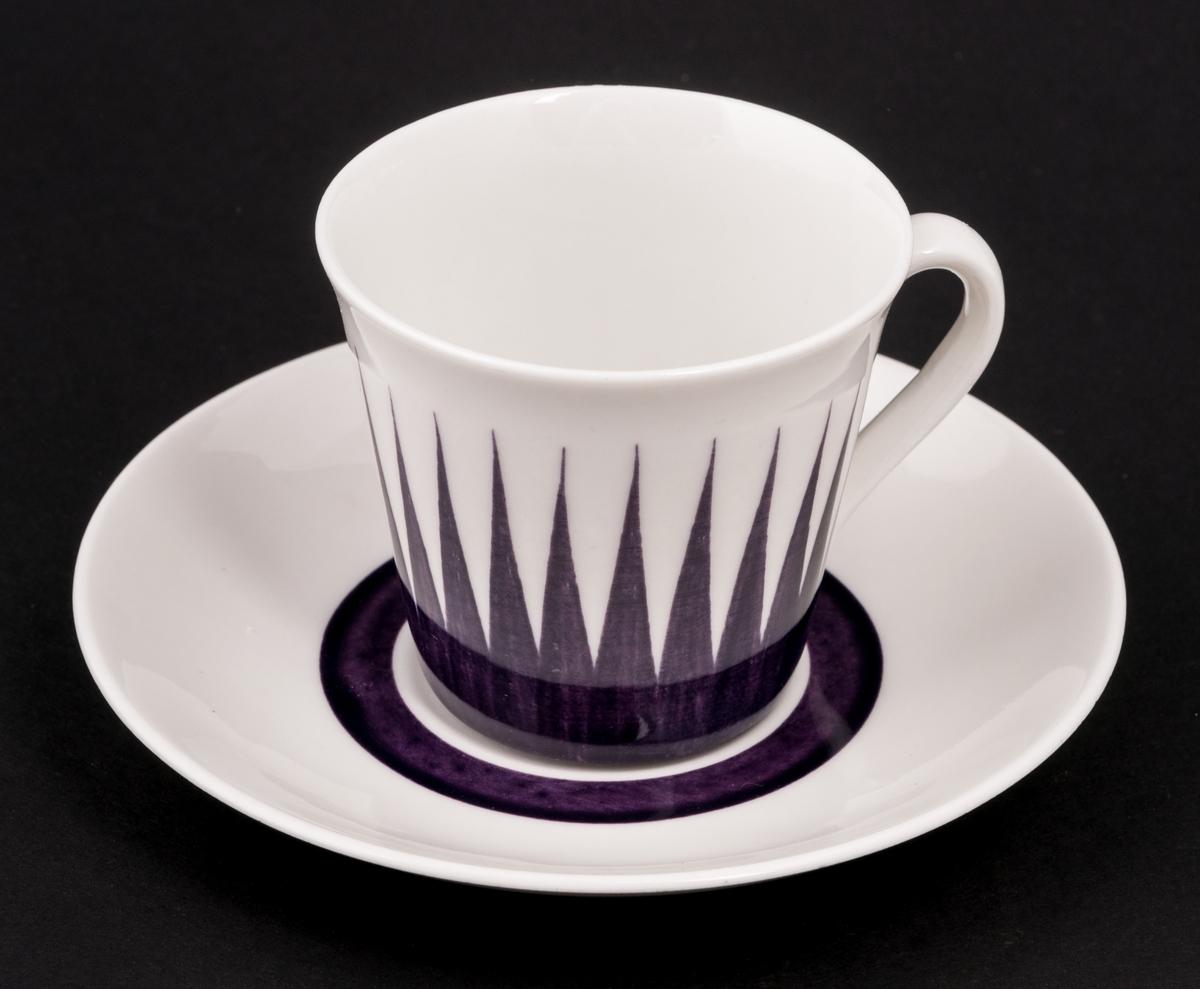 5 stycken kaffekoppar med fat. Stämplade: Astra Handmålat Upsala-Ekeby GEFLE Made in Sweden Trost 126010