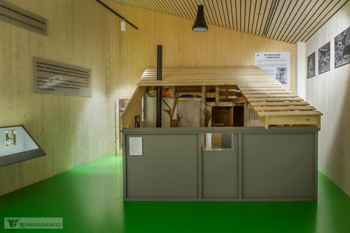 "Schwitters-hytta i ""Krona"" på Romsdalsmuseet."