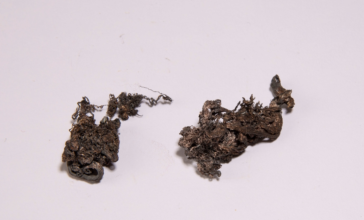 To stykker trådsølv Total vekt: 6,91 g Prøve 1: 4,36 g Prøve 2: 2,56 g  Fra Imiter, Marokko