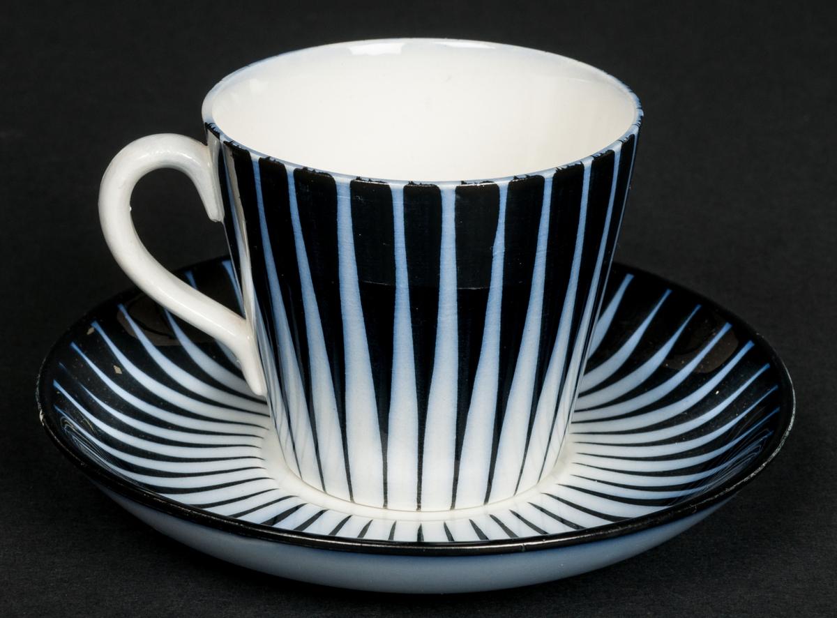 Kaffekopp med fat. Zebra blå. Saknar märkning.