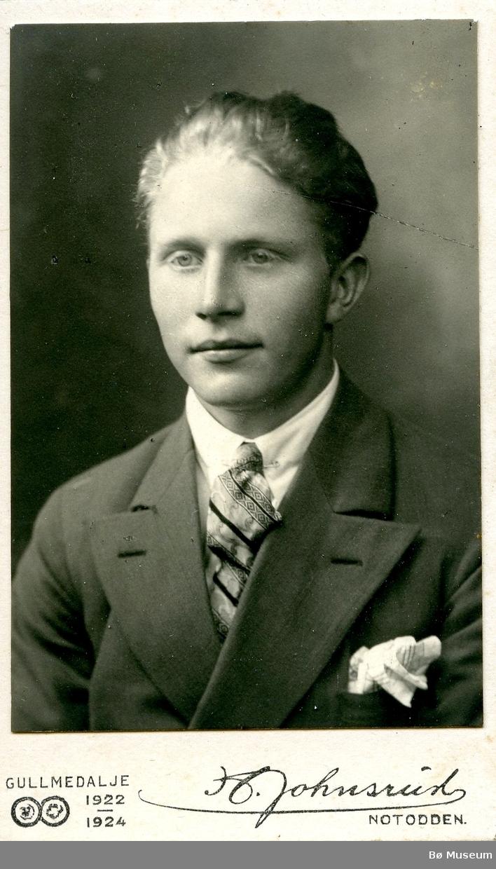 Portrett av ein ung ukjent mann