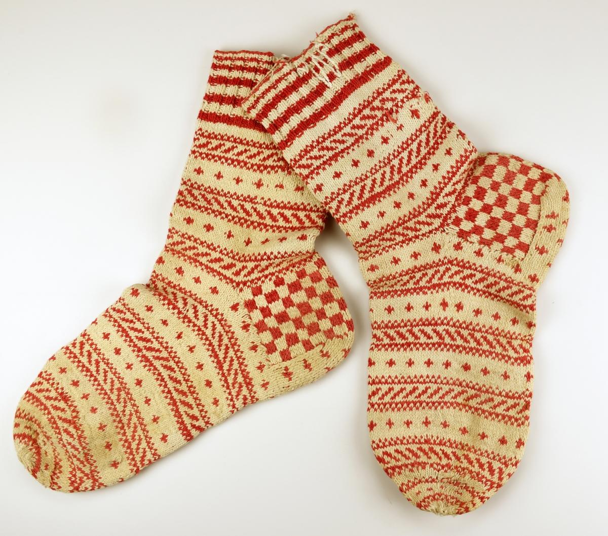 Stickade sockor av bomullsgarn.