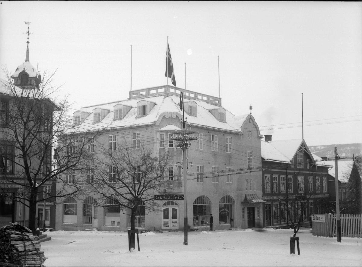 Jernbanegata med Breiseth Hotel, både murbygning og trebygning